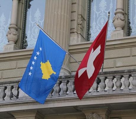 A funksionon mjaftueshëm administrata e Kosovës?