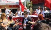 Aleanca KuqeZi protestë para FSHF dhe FKF: Duam, 'Një Komb, Një Kombëtare'