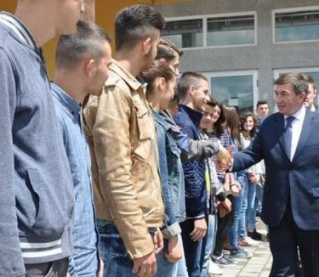 Ministri Bajrami premton mbështetjen e Kosoves për arsimin shqip në Luginë