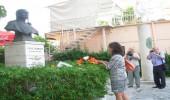 Promovim libri dhe lule te busti Tomson