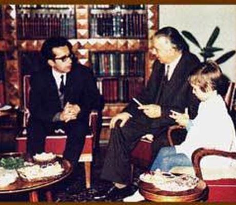 Kadare në LeMonde: Emri i Enver Hoxhës është i lidhur pazgjidhshmërisht me themelet, me historinë dhe me ndërtimin e Shqipërisë së re